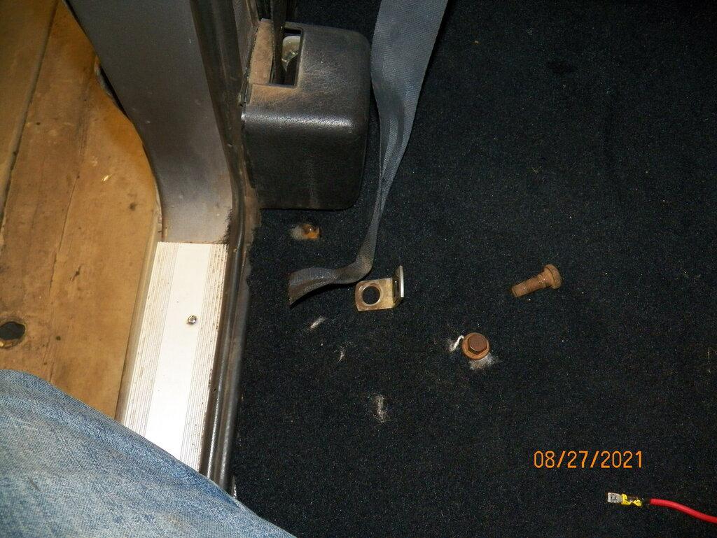 1328412053_seatbelt2.thumb.JPG.ed874cb2c30a0affa82a75ec085609d7.JPG